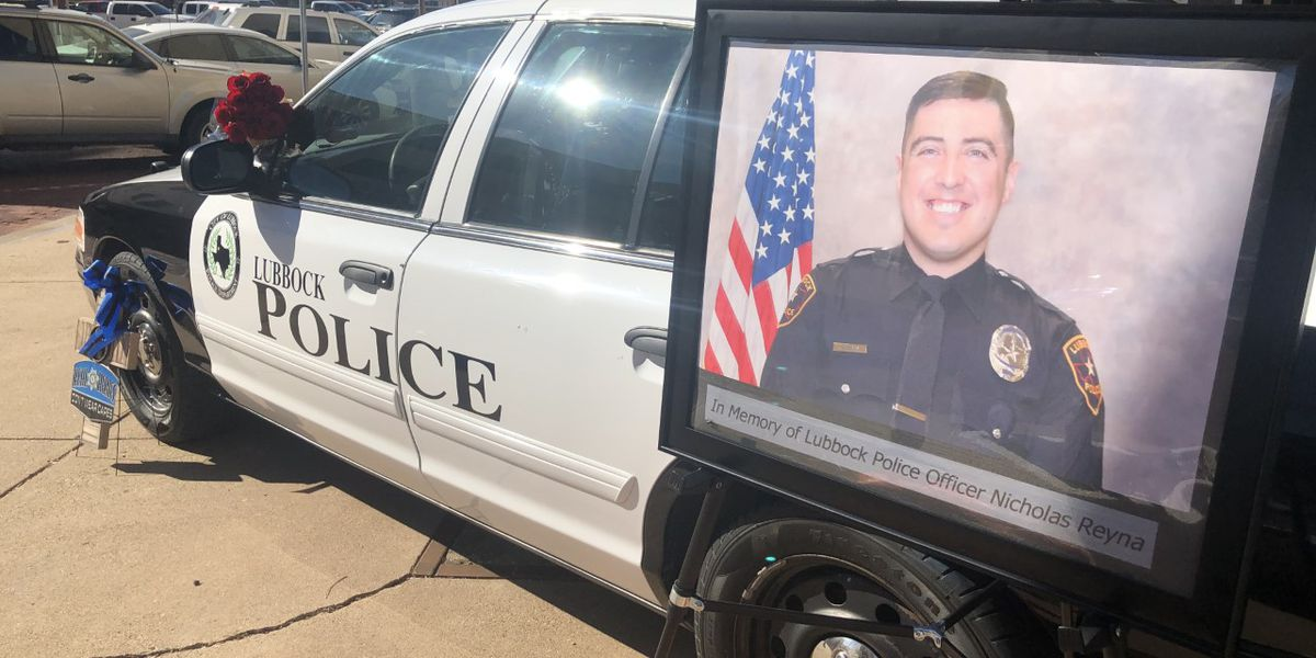 Memorial constructed for Officer Reyna at LPD headquarters