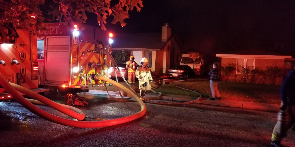 Amarillo fire crews battle early morning fire