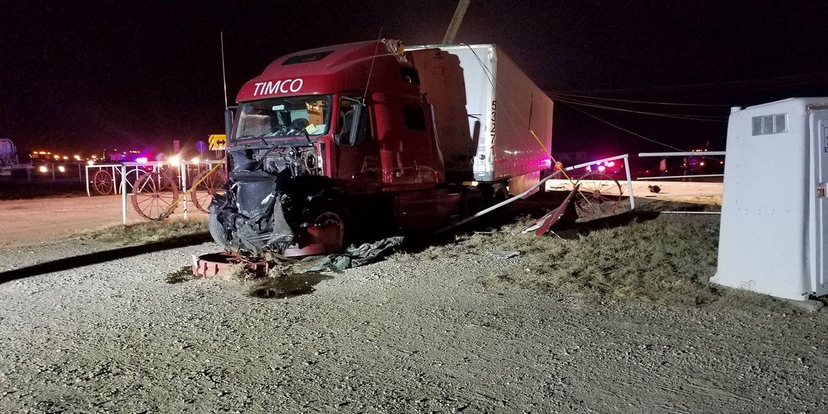 Multi-vehicle accident causes some Dalhart residents to lose power
