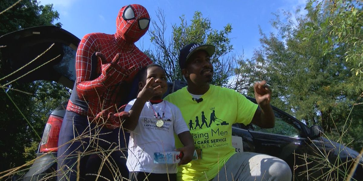 Positively WAVE: Man mowing lawns across America cuts grass for Louisville family