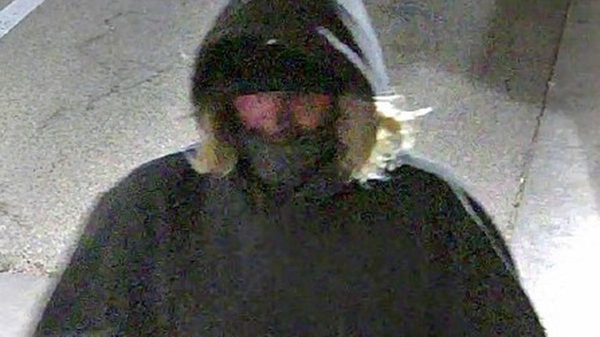 Amarillo police search for suspect in burglary of bank deposit box