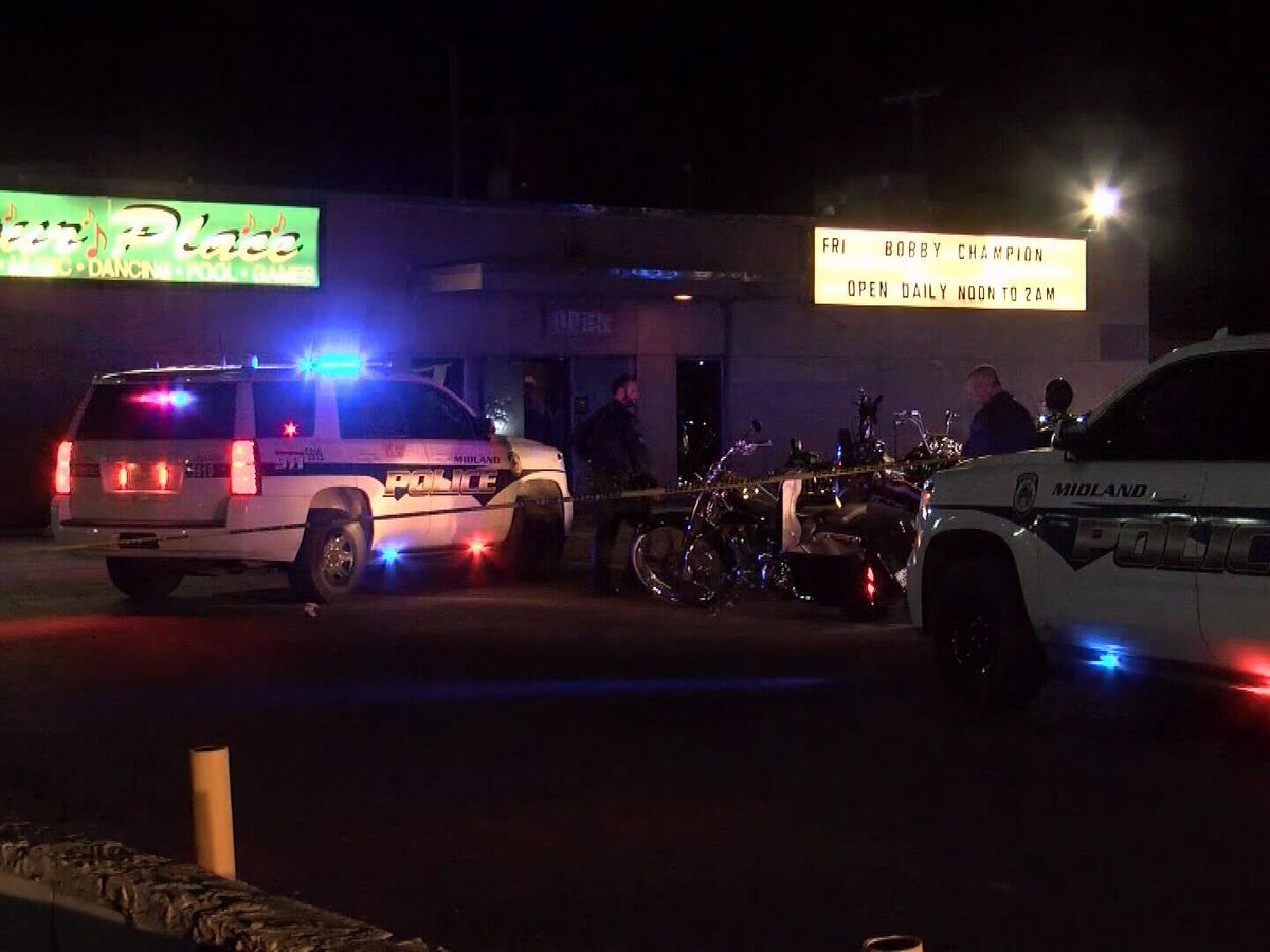 1 killed, 3 hurt in shootout between motorcycle gangs at Texas bar