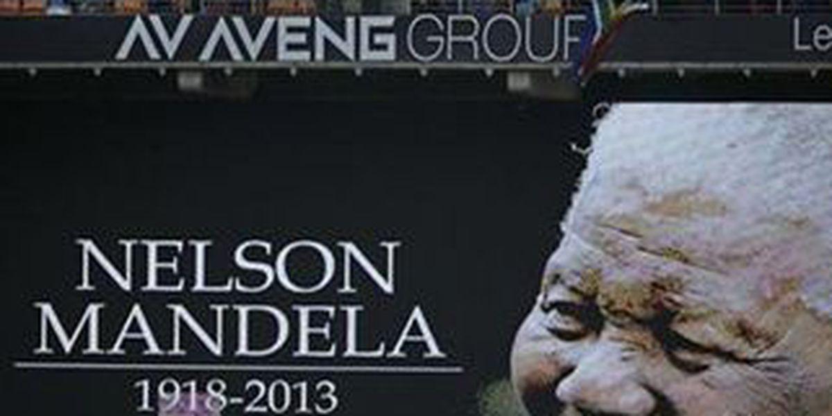 Obama thrills crowd as he honors Mandela