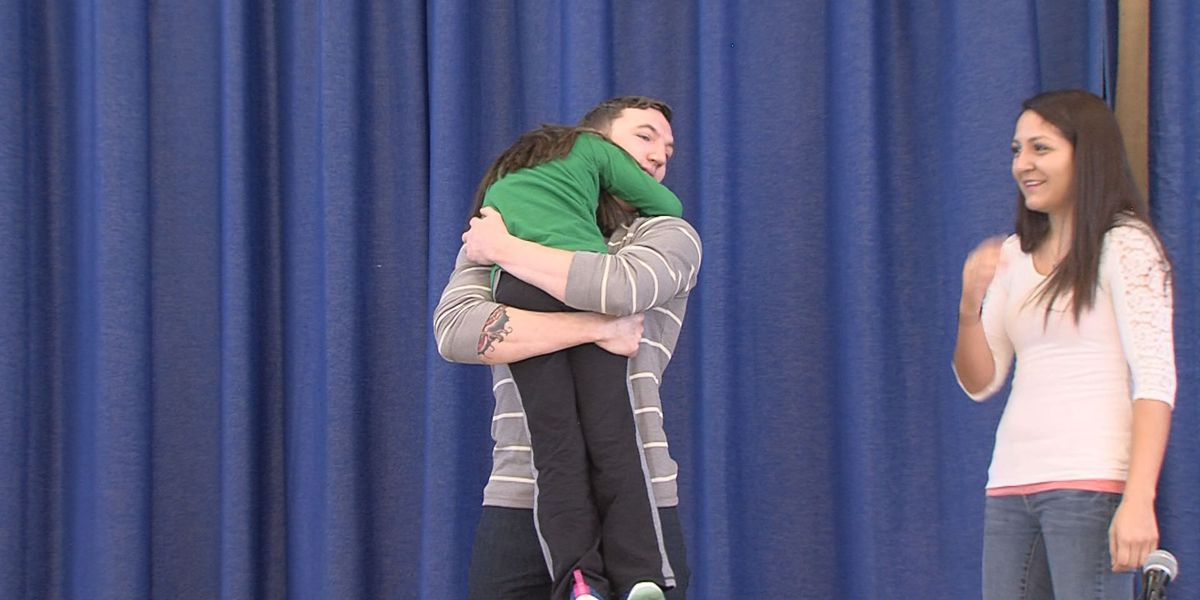 Amarillo Army Soldier surprises daughter with Christmas homecoming