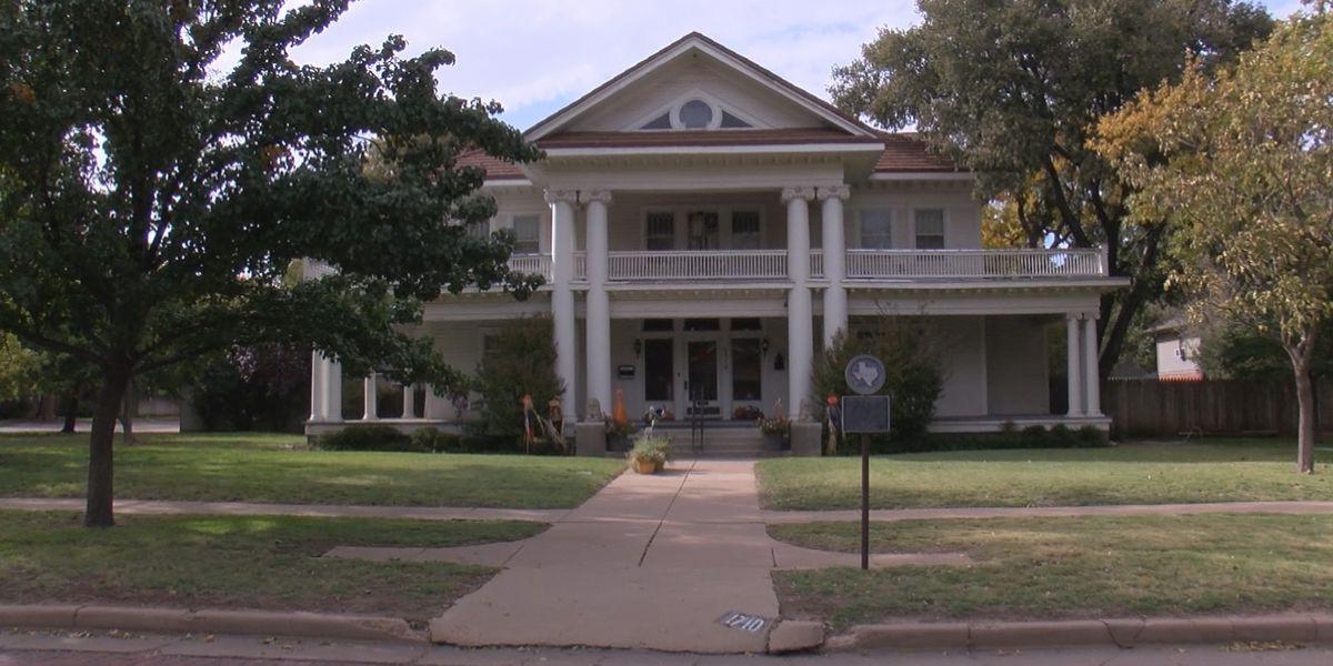 Plemons-Eakle Neighborhood Association take community on guided tour of historic neighborhood