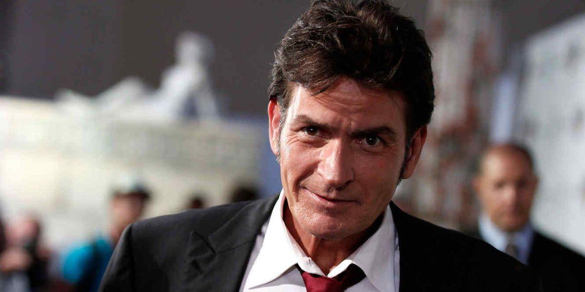 Exprometida demanda a Charlie Sheen por exponerla al VIH