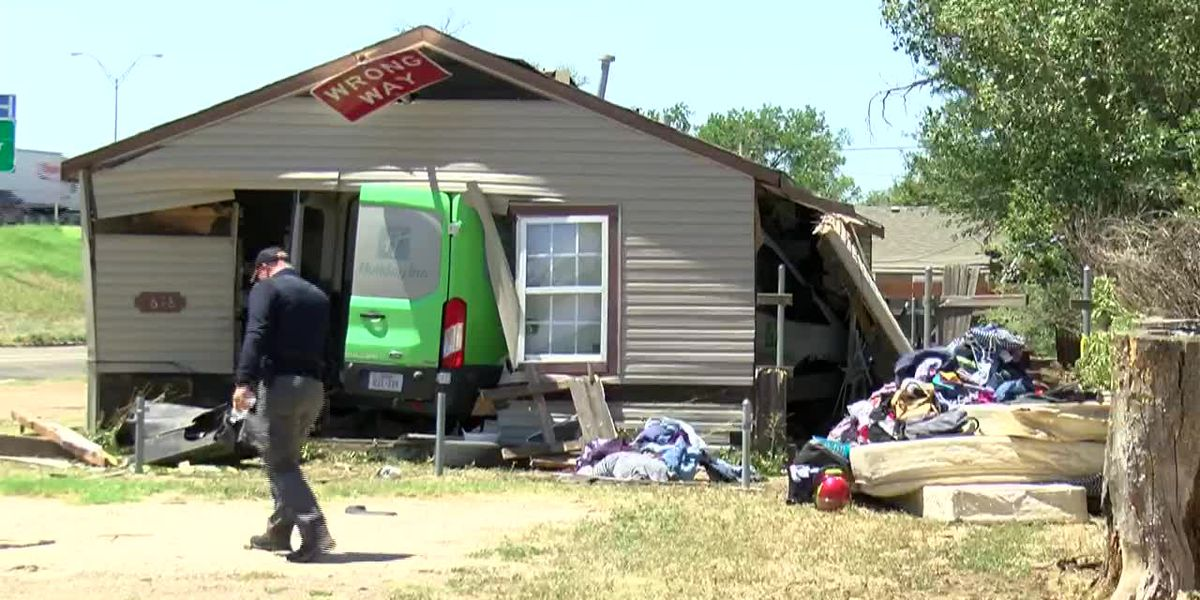 VIDEO: Reports of injuries after car crashes into building on I-40 and Travis