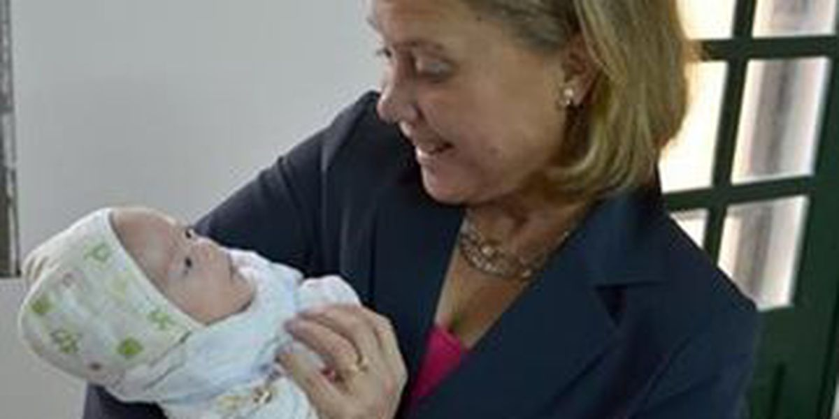 Bipartisan bill seeks to boost foreign adoptions