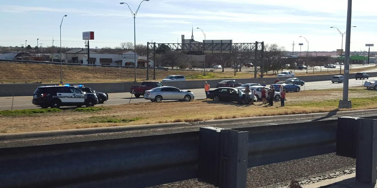 Traffic resumes following wreck on I-40
