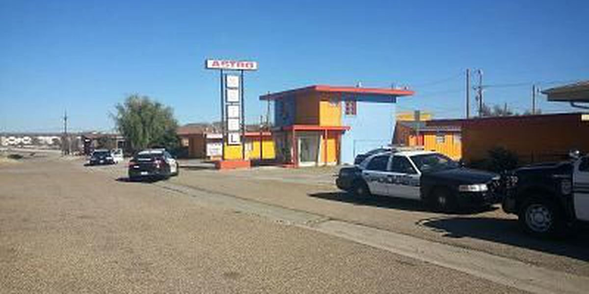Amarillo SWAT searches for felons wanted out of New Mexico