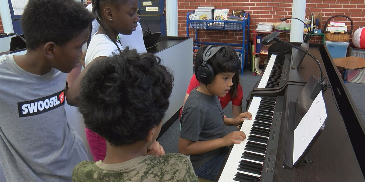 Carver Academy piano lab students use STEM skills to make melodies