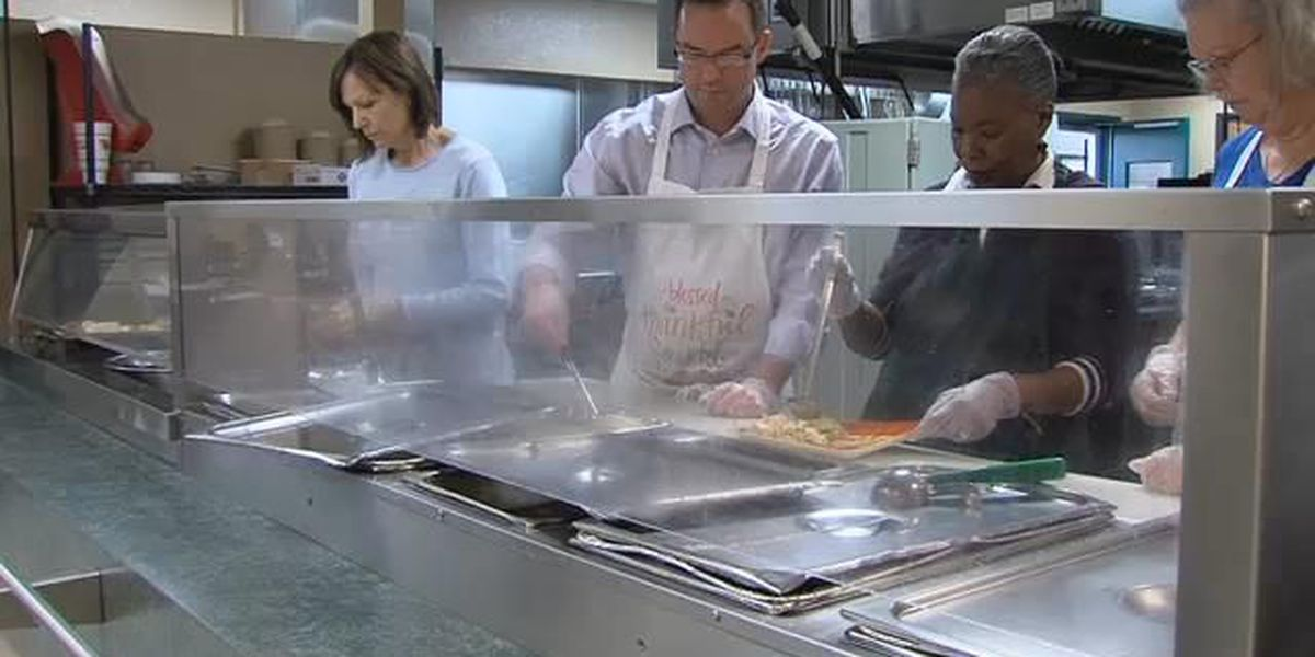 Salvation Army serves hundreds a Thanksgiving feast