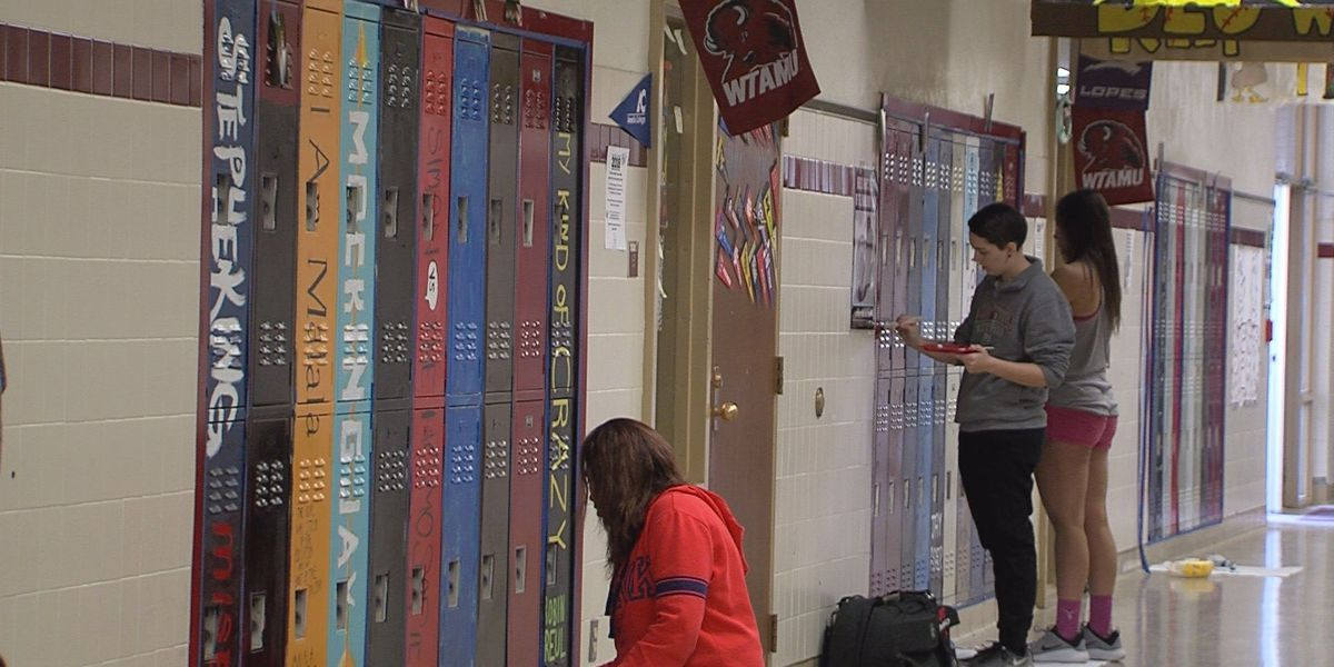 High school students encouraging their classmates to read