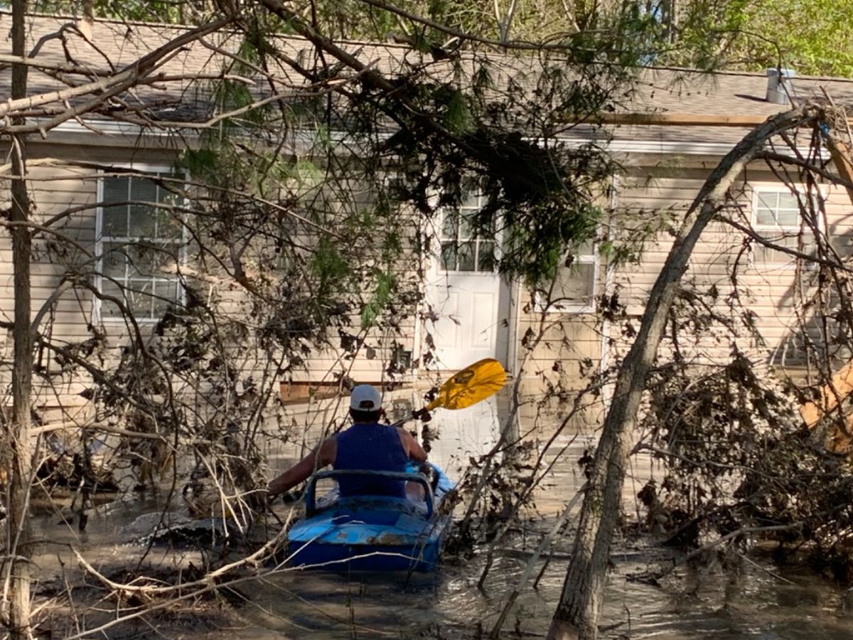 After flooding, Mich. woman kayaks to home floating in river to recover mother's ashes