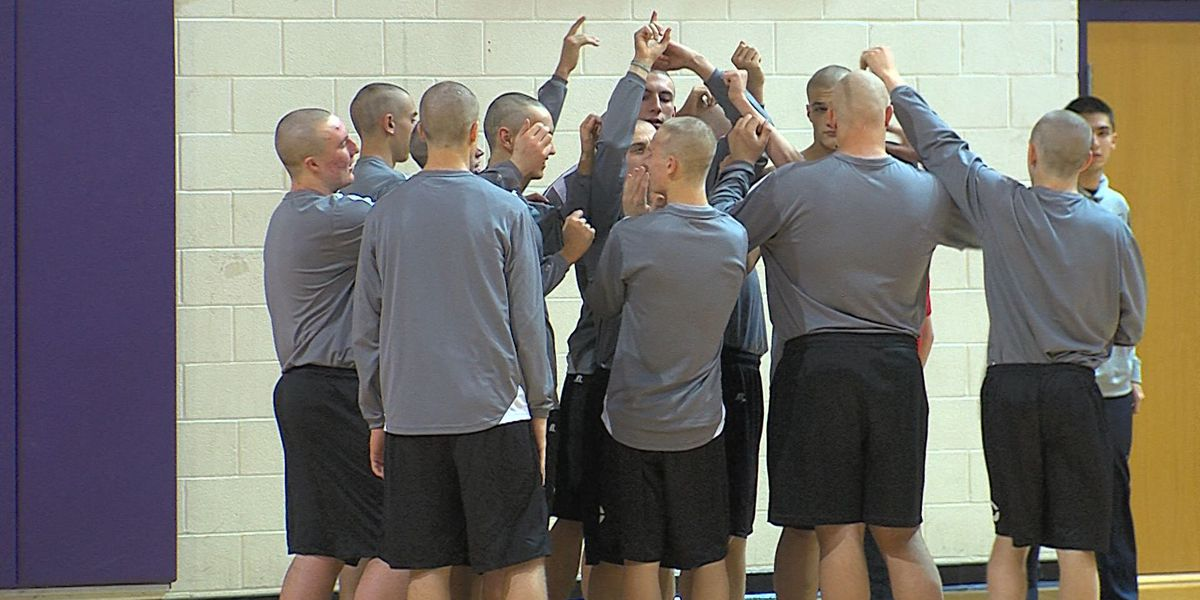 Canyon High boys basketball team shows support for coach who has cancer