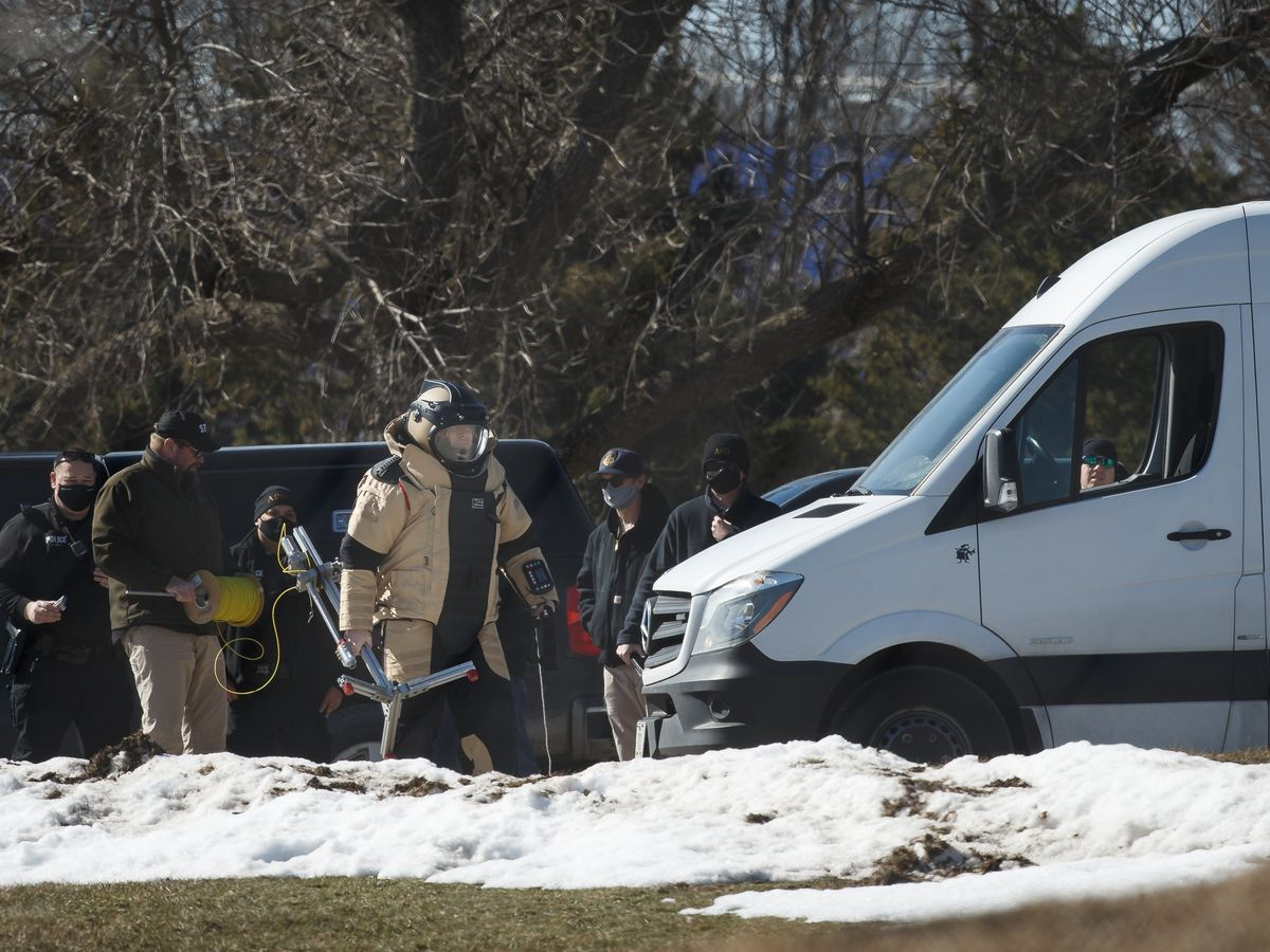 Police: Live pipe bomb found at polling place in Iowa