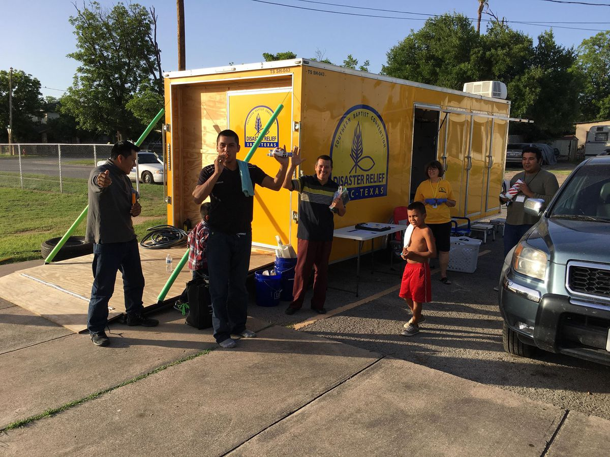 Locals provide disaster relief to migrants in Del Rio, Texas