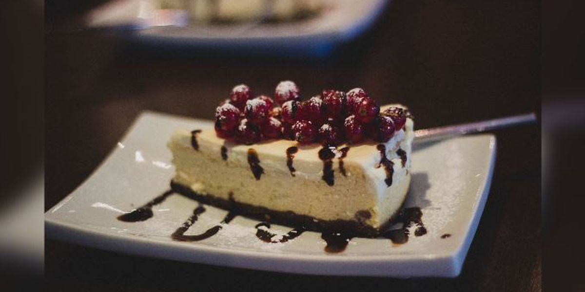 Man arrested after fight reportedly breaks out over free cheesecake