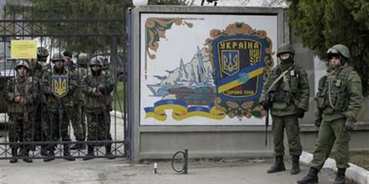 World scrambles as Russia tightens grip on Crimea