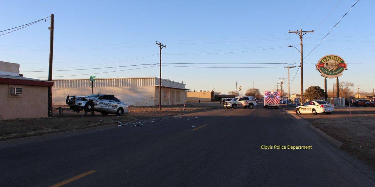 Clovis police involved in crash, hitting gas main
