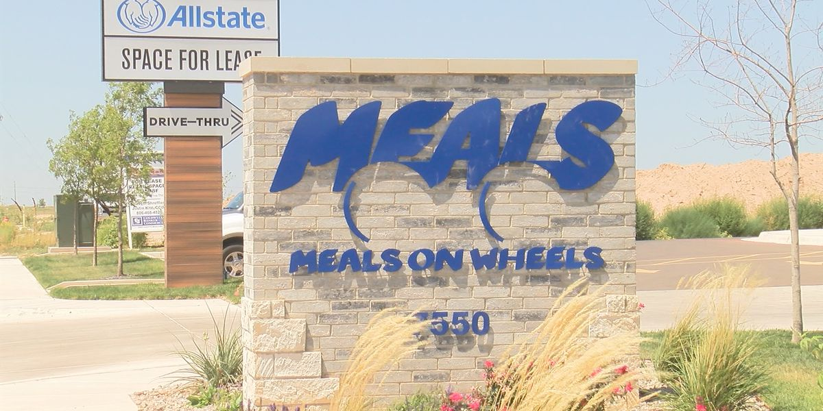 Meals on Wheels delivers food to an increasing number of elderly due to COVID-19