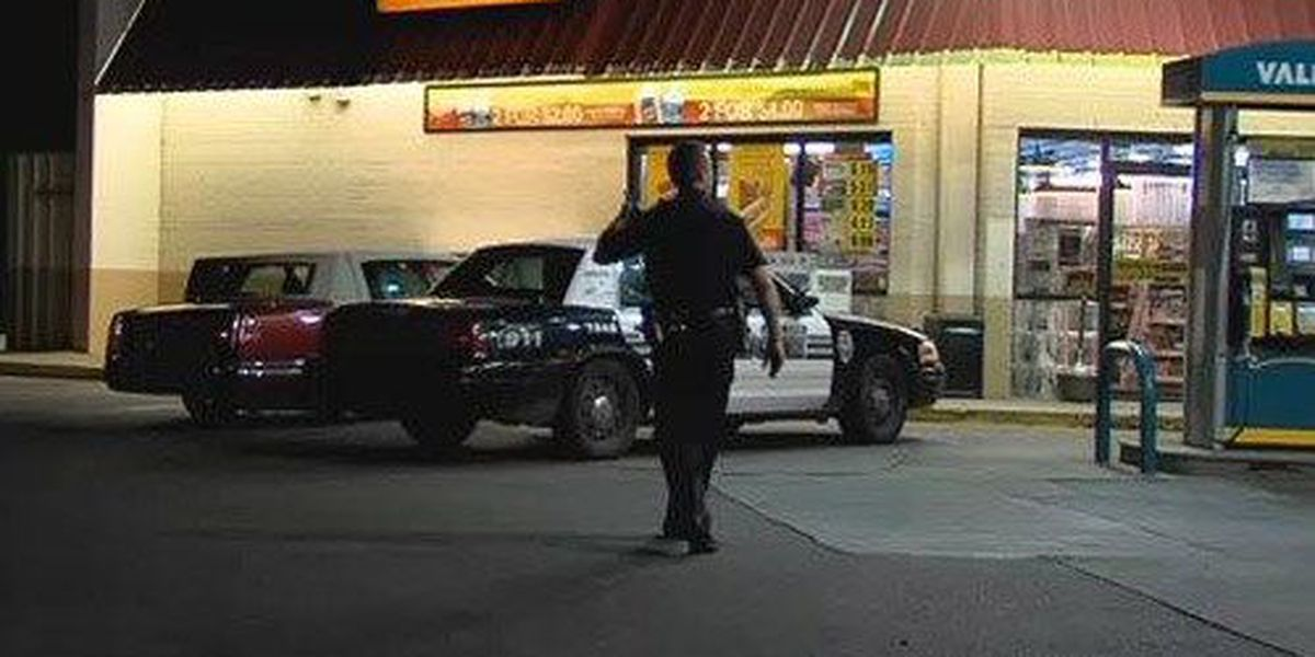Police searching for suspect in early morning robbery