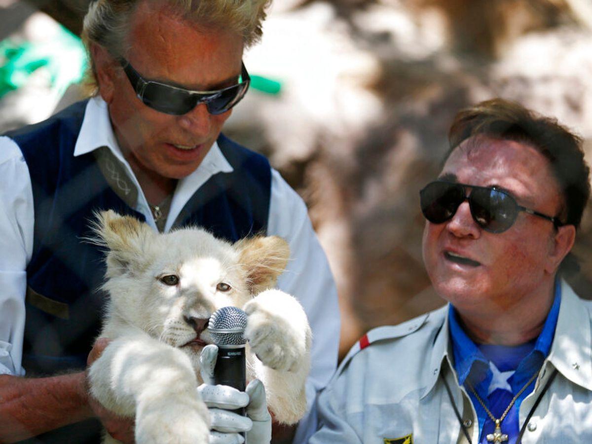 Siegfried Fischbacher, of illusion duo Siegfried & Roy, dies