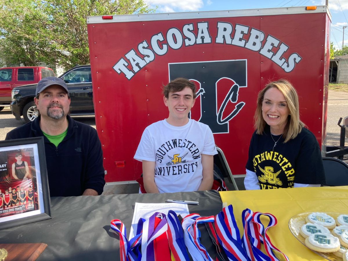 Tascosa's Xander Bailey signs NLI to run cross country at Southwestern University