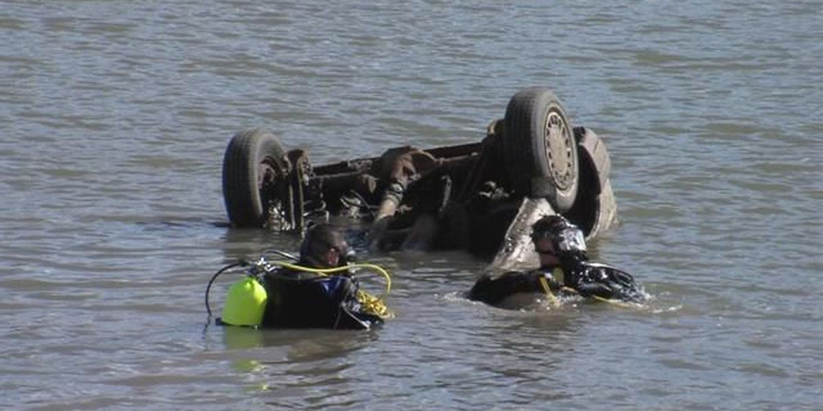 Two cars found in Amarillo lake