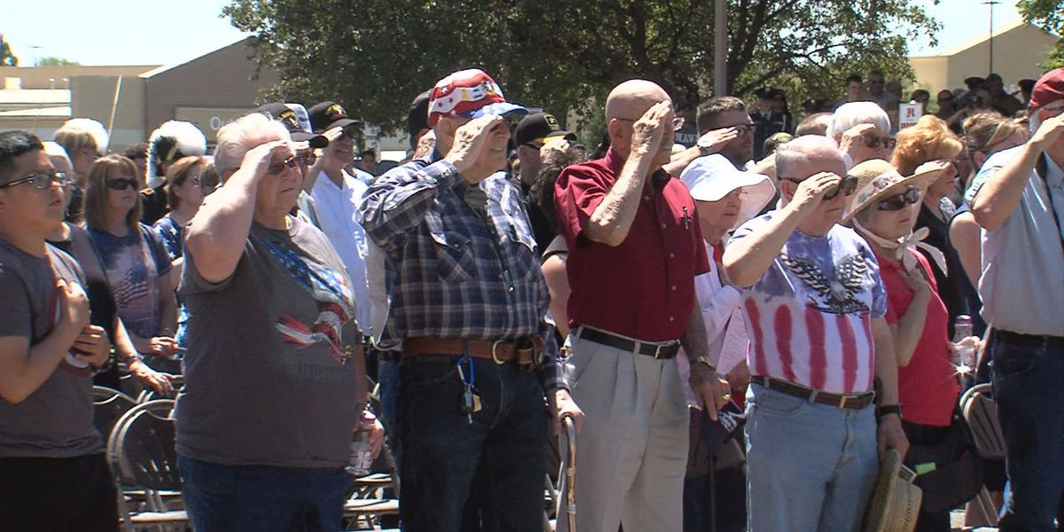 Hundreds remember the sacrifice of fallen heroes