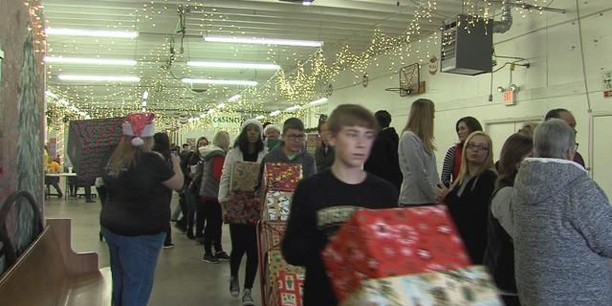 Hundreds of volunteers deliver toys to thousands