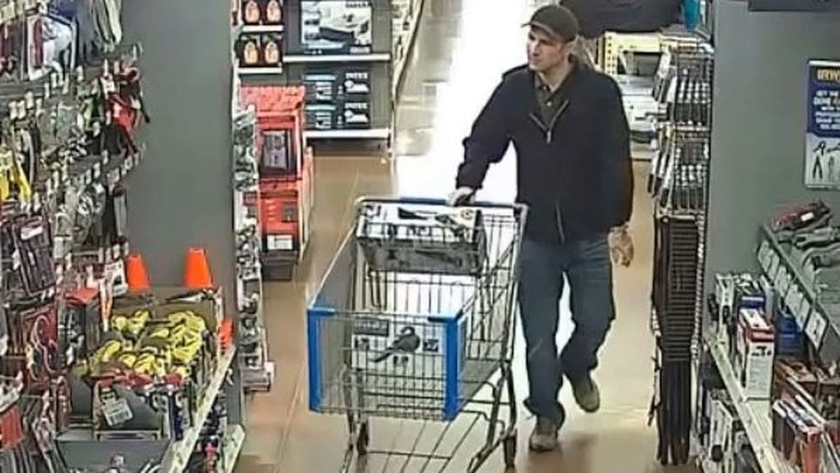 Amarillo Crime Stoppers searching for suspect seen using stolen credit card
