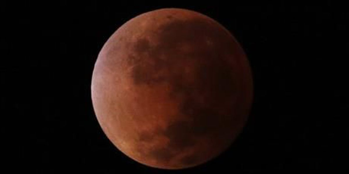 Full lunar eclipse delights Americas, 1st of year