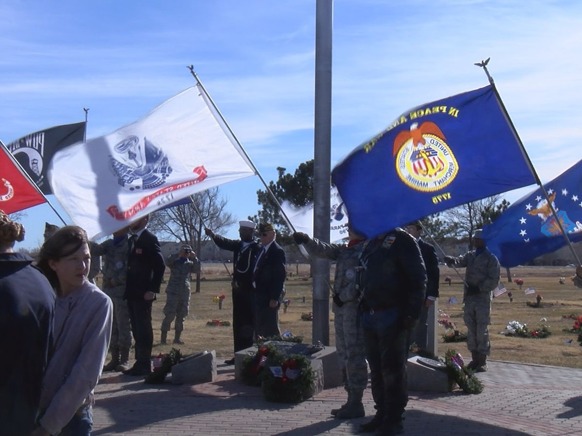 A holiday tribute to our fallen heroes: Wreath laying ceremony held at Amarillo's Llano Cemetery