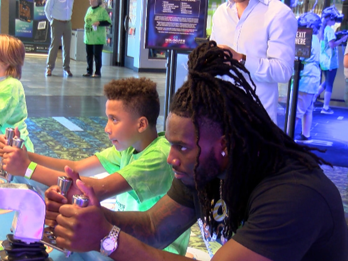 Dallas Cowboys linebacker inspires Maverick Boys and Girls Club children