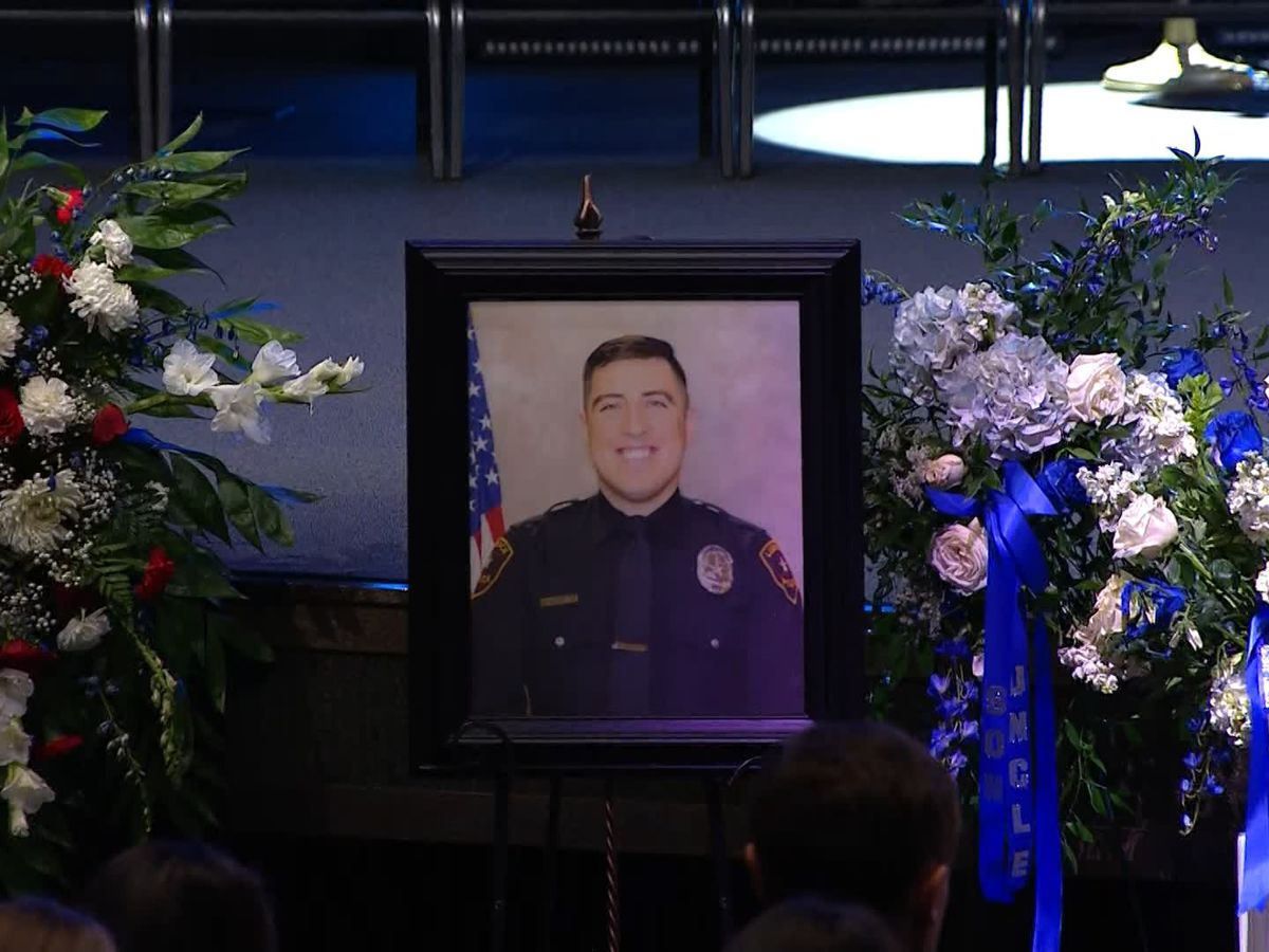 Hundreds pay tribute to fallen LPD Officer Nicolas Reyna